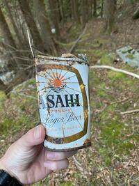 このビールは何年頃の物なのでしょうか?見た感じ相当古そうですが、、 詳しい方いらっしゃれば教えて頂きたいです。よろしくお願いします。 カテゴリ間違ってたらすみません。