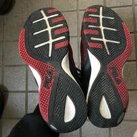 日々の気晴らし程度にジョギングをしています。 踵だけがすり減るのですが、走り方が変なのでしょうか?