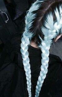 この髪型はセルフで出来たりしますか? ブリーチとかは関係無しで、三つ編みですよね? メンズですのであまり詳しくなくて、教えてください