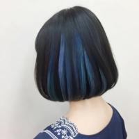 夏休みに髪の毛をインナーカラー水色に染めようと思うのですが、水色や青色は色落ちしたら何色になるのでしょうか、? (写真みたいな感じで染めようと思います)