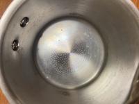 ステンレス製の鍋の汚れが落ちません。 重曹やお酢など、色々と試しましたがあまり効果がなく、どうすれば綺麗になるでしょうか?