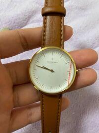 届いたばかりのnordgreenの時計なんですが、ネジのところにストッパーがついておらず、完全に押し込まれた状態で動きません! どうしたら動きますか?? もしかして不良品ですか??