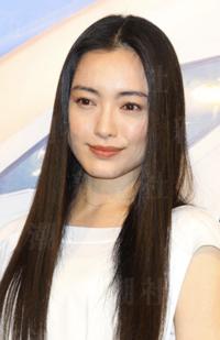 中森明菜さんと仲間由紀恵さん どちらが美人でしょうか。