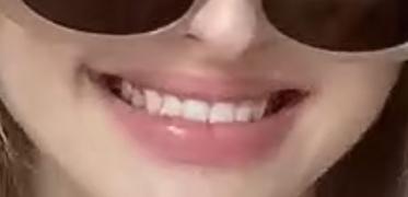 この唇の色味は一般的に何と呼ばれるのですか? また、このような色のリップを知っている方がいらっしゃいましたら是非教えてください!