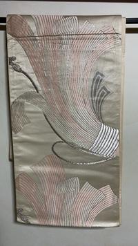 【再投稿】子供の入学式に色無地にあわせてこの帯をつけようと思っています。 束ね熨斗の帯だとは思うのですが、入学式にこの帯を合わせる事は大丈夫でしょうか?