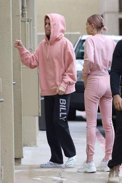 この画像のジャスティン・ビーバーが着てるパーカーのブランドの名前知ってる方いないでしょうか?