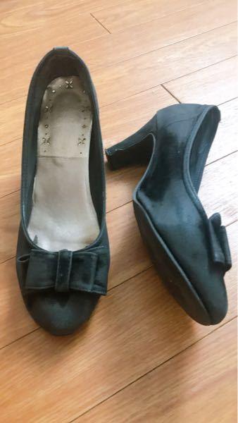 この靴ってダサい(流行遅れ)ですか?? 数年前に購入して、ずっと履いていませんがデザイン的にまだ履けるかダサいか教えて頂きたいです(>人<;)!!