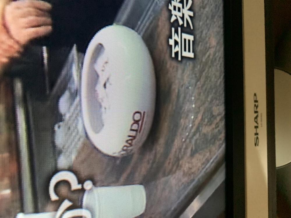 イタリアのバールの映像の中ででてきた白い陶器のようなものはどこ製だか教えてください