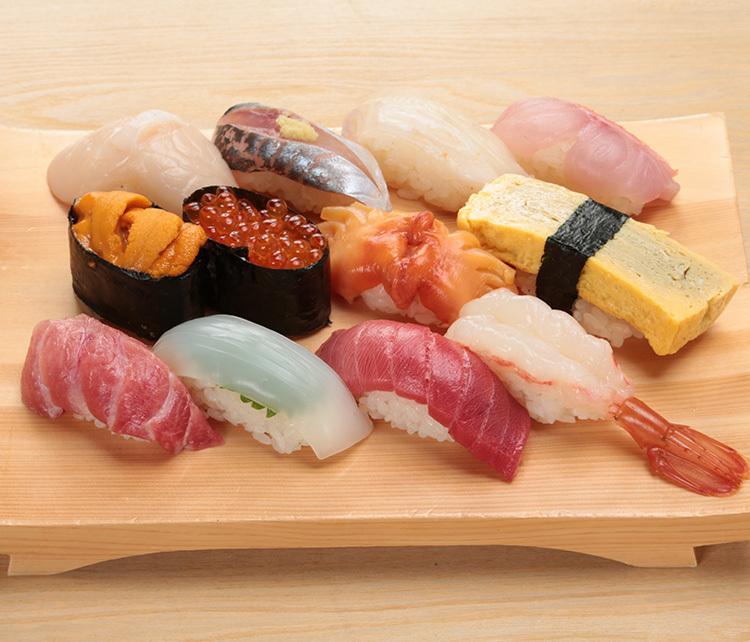 お寿司屋さんで最初に注文する寿司ネタは何ですか?