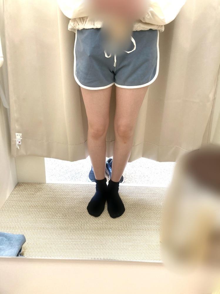 子どものとき足が細すぎるのがコンプレックスだったのですが今はどうですか?太ももは昔よりましになりましたがまだ細すぎますか? 今まで色んな人に折れちゃいそうだよとかもっと太りななど言われてきて胃下垂なのもあって全然太れなくて辛くて..。 最近筋トレ始めて毎日スクワット30回してます。 あと足がO脚?立ったときに真ん中に隙間が出来るのがとても気になります。直し方があれば教えてほしいです。 19...
