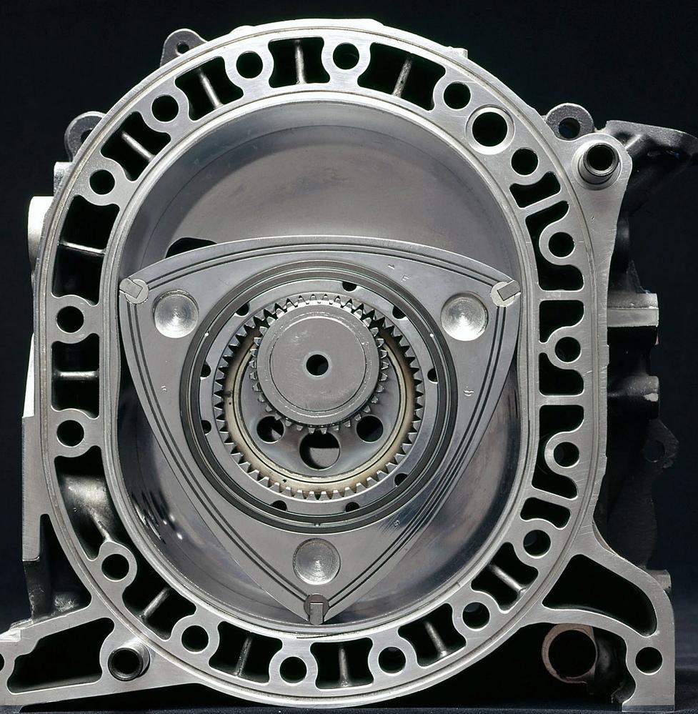 レシプロの ディーゼルエンジンが有るのに ロータリーの ディーゼルエンジンが 無いのは どうしてですか? 滑らかに回転するロータリーと 振動の多い ディーゼルエンジンとは相性がいい はずですが・・