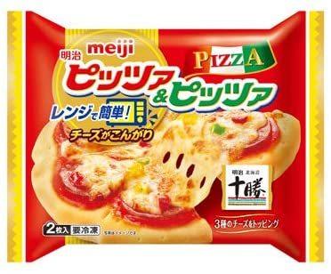 ▲明治冷凍ピザに「チーズフレーク」をかけて電子レンジでチンして食うのはアリですか!?