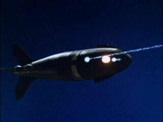 ウルトラセブン37話、盗まれたウルトラアイについて。37話は謎が結構多くて、ネット上でも議論が多々あります。また円谷プロが公言してなくても推察や結末が論議されてるストーリーでもあります。 ところでダンはマヤからウルトラアイを返してもらい、地球に向かって飛行中のミサイルに乗り込み、地球か発射元であるマゼラン星の座標を入力し直してミサイルはマゼラン星に返しました。普通は宇宙戦艦ヤマトのように、大...