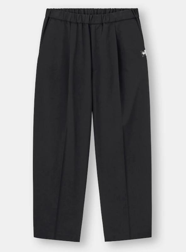 GU×ミハラヤスヒロのコラボで販売されていたワイドパンツ(黒)がとても履きやすくて愛用している...