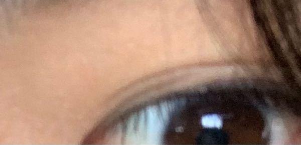 下の画像みたいな感じで目頭からの線と目尻の二重線が時々ズレるのですが、どちらが正しい線なんですか?