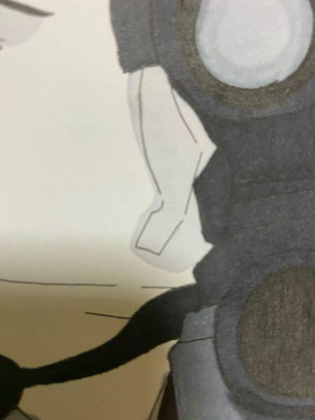 コピックスケッチで色を塗っているのですが滲んでしまいこのように線からはみ出してしまいますどうしたらいいですかね