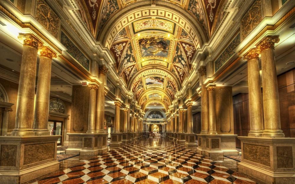 この贅沢な宮殿(?)はどこの国の何という建物内でしょうか?