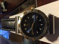 腕時計の針(時間、分)だけを変える事は可能でしょうか? 画像にあるように、針が金色の為に老眼が進むにつれ見え難くなっています。出来れば長く使いたい為、時間と分の針だけを変える事が出来たらと思っています。  時計の構造に詳しい方、回答願います。