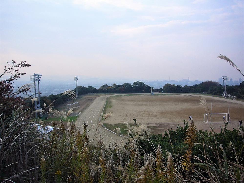 15年前12月の写真ですが、何処かわかるでしょうか? 丘の上のスポーツ公園のような感じですが思い出せません。