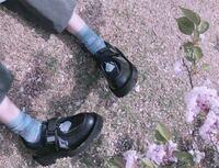 この靴はどこの靴ですか?商品名を教えてください。