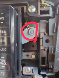 カーナビの外し方についてです BRZでcn-r300wdが付いているのですがネジ?の外し方がわかりません ネジというより丸っこいパーツなのですがこれを外せる工具を教えてください