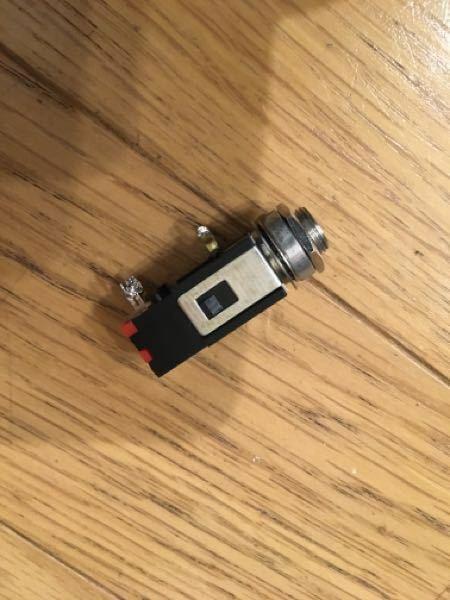 コンパクトエフェクターのジャックです。修理用に同じ品物を購入しようと思いますが、メーカーや型番などがわかりませんでした。 詳しい方、よろしくお願いします。