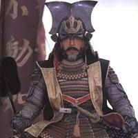 画像の仲代達也の武田信玄が かぶっている兜ですが、 これは実際に武田信玄は、 着用してたのでしょうか? 最近ではすっかり、 晴信から信玄になってからは、 良く川中島の合戦で着用している 赤い服に、白獅子っていうのですかね? 白い毛がついてる兜のイメージですよね。 ただ私がガキの頃読んだ 学研漫画日本の歴史や、 その他の日本の歴史の漫画シリーズでは、 画像の兜、着用している絵を結構 見て...