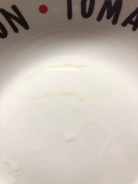 お皿を使おうとしたらついていました。触った感じ違和感はなくツルツルです。染み付いたのでしょうか?落とす方法ありますか?