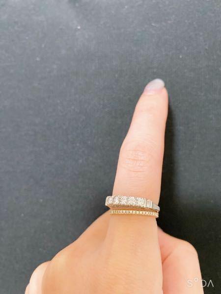 指輪のこんな重ね付けっておかしいですか? ダイヤのカラット数はたいしたことありませんが、下のエタニティが埋め込み細身で、上はハーフでタテヅメなので重ねたらバランス良く綺麗にみえたのですが下品ですか?