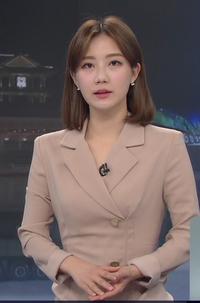 韓国KBSの女性キャスターなんですが、誰かわかりますか? BS1のワールドニュースでよく見かけるのですが、ハングル表記でカタカナでどう読むのかわかりません。