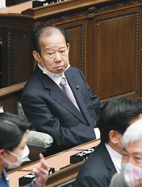 おおっぴらには言えないでしょうが、今年予定の東京五輪は中止するほうが良いと思っている日本人は、 満18歳以上では全体の何%くらいでしょうか?