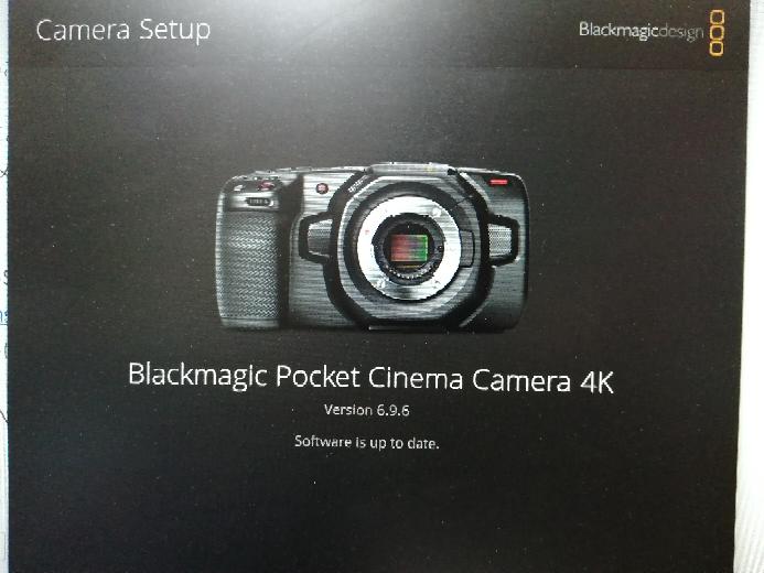 BMPCC4Kのアップデートのやり方を知りたいです。今回初めて行います。 まず、ブラックマジックのサイトから、最新のBlackmagic Camera 7.2.1アップデートのWindows版をインストールしました。 その後、Camera Setupを開き、カメラをパソコンと繋げて起動させました。 ですが、Version 6.9.6の画面のままアップデートボタンが出てきません。 下の画像が現在の状況です。 通常なら、この真ん中下の方にアップデートのボタンが出てくると思うのですが、それが無いです。 方法をご教示いただけますと有難いです。 お手数ですが、どうぞよろしくお願い致します。