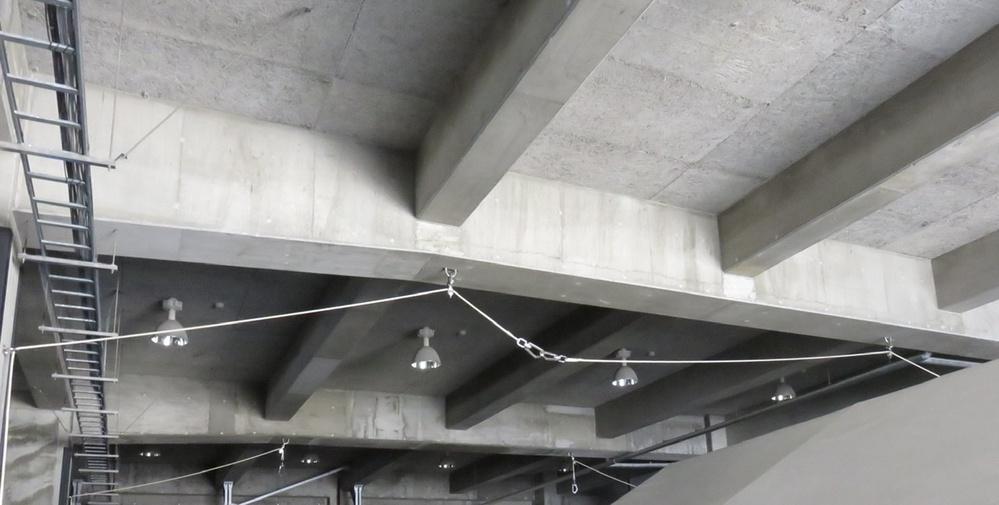 プレジャーボートなどの小型船舶の屋内保管施設(艇庫)の天井にある 写真の様なロープと滑車から成るの装置の名称及び使用方法をご存知の方がいらっしゃったら教えて下さい。