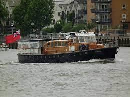 なぜボートのエンジンは4サイクル高速ディーゼルなんですか? この船(Havengore 1956)はテムズ川の旅客船でエンジンはガードナー(Gardner)8L3(900rpm)×2です いすゞ...