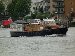 なぜボートのエンジンは4サイクル高速ディーゼルなんですか? この船(Havengore 1956)はテムズ川の旅客船でエンジンはガードナー(Gardner)8L3(900rpm)×2です いすゞのエンジンが舶用になっているようなものですが(そういえばたけかぜ(国鉄)のエンジンはいすゞ)