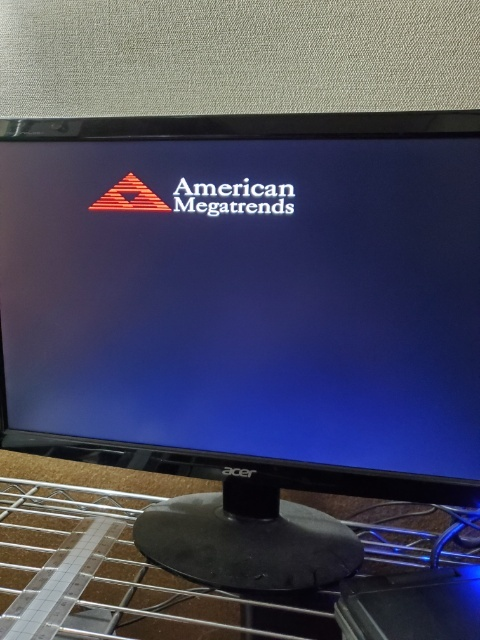 パソコンがこの画面のまま、変わりませんどうしたらよいでしょうか? Windows10です。
