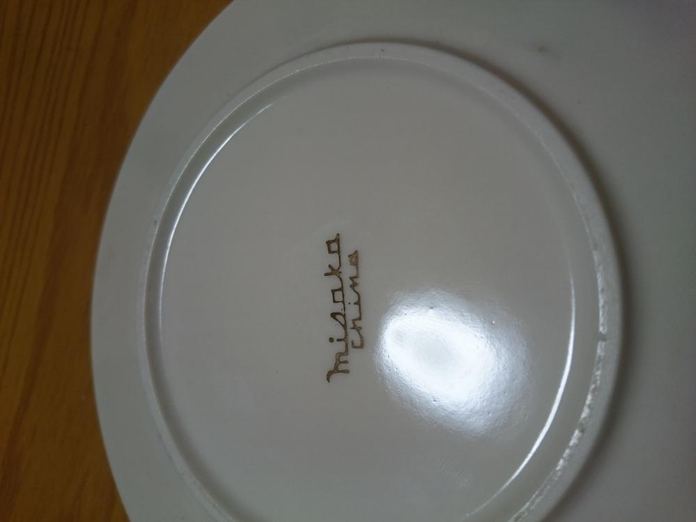 この陶器のメーカーは何と読むのでしょうか。ニッコーの柄に似てます。