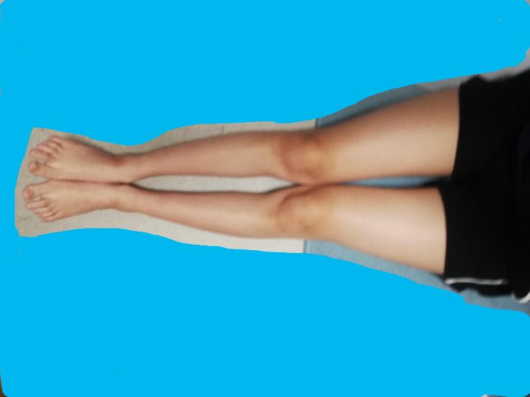 女です。 私の足なのですが、バランス悪い…というか 汚いのが気になります。 どこをどうすれば綺麗な足になるでしょうか。身長は168cmあります。 回答お願いします。