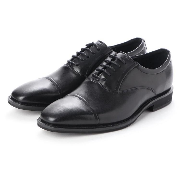 冠婚葬祭でこの靴は履いても大丈夫ですか?正当な内羽根のストレートチップとは形が違うと思うので悩んでいます。 足が痛くなりにくいブランド(ecco)の物なので出来れば履きたいのですが、場違いになりますか? また、他に足が痛くならないオススメのブランドがあれば教えて頂きたいです。