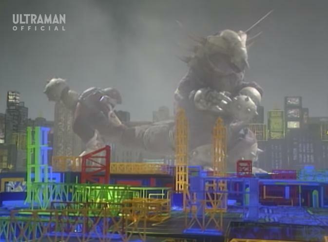 『左腕としっぽの先にある鉄球でグリッドマンを痛めつけるメカバモラ』 数ある特撮作品の中で「鉄球を武器にする怪人・怪獣」と聞き、あなたはだれを思い浮かべましたか?