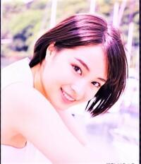 広瀬すず(22歳)と 中森明菜(55歳)   とでは、どちらが可愛くて、恋人にしたいですか??  共に、今現在とします。