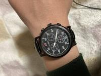 現在写真のようなタイメックスの腕時計をしているのですが、 今度似たようなクロノグラフのアルマーニの腕時計を購入しようかなと考えています。 定価が35000円程の物が11000円なので購入したいなと思っています...