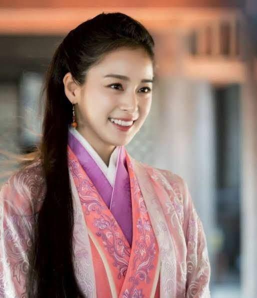 この方どなたかわかる方いますか? 韓国の方で女優さんかな…?