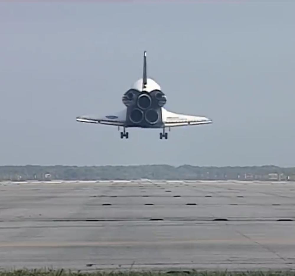 スペースシャトルは失敗で不評だと言われますが、今映像を見ると芸術的とも思いませんか?