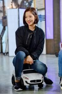 この女性が分かる方いませんか? たぶん韓国人のアイドルだとは思うのですが… 画像検索しても分かりませんでした よろしくお願いします
