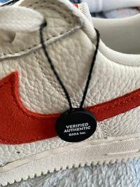 スニーカーダンクで買った靴をもう一度スニーカーダンクで売ることは出来ますか? また売る際は、スニーカーダンクの黒い紐(語彙力)は外しておいた方がいいですか?