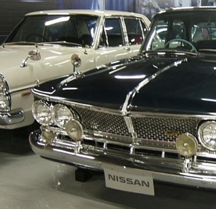 この日産の車の名前わかりますか?