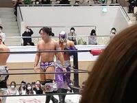 このプロレスラーさんはどなたですか?   昨日4/24(日)に東大阪市立東体育館にてプロレスを観てきました。 ド素人なのですが、このプロレスラーさんはどなたかわかりますか?