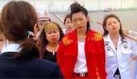 ドラゴン桜を見て思ったのですが理事長の龍野久美子役の江口のりこさんは、2005年版のドラゴン桜で暴走族役で出ているのですが、暴走族から理事長に出世をした同一人物ということですか?