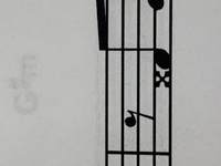 楽譜の音符の前の✖みたいなやつどういう意味ですか? 画像貼っときます